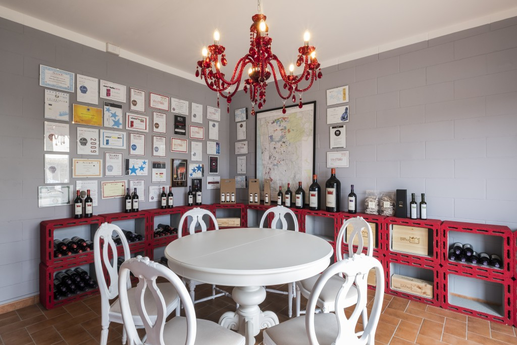 Podere Sapaio Wine Shop